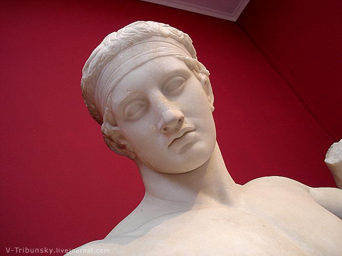 Древние статуи Афинского музея: идеальное тело до сих пор
